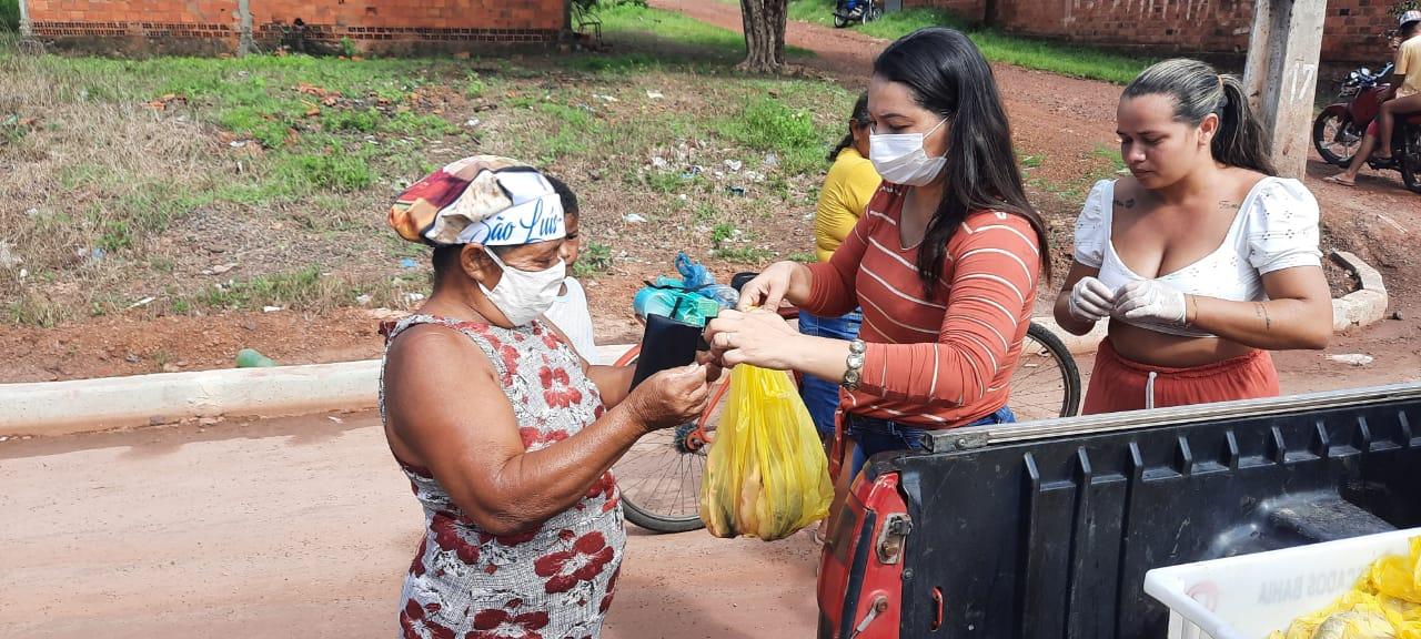 Solidariedade – Famílias carentes de Vagem Grande recebem doações de alimentos em véspera de Páscoa