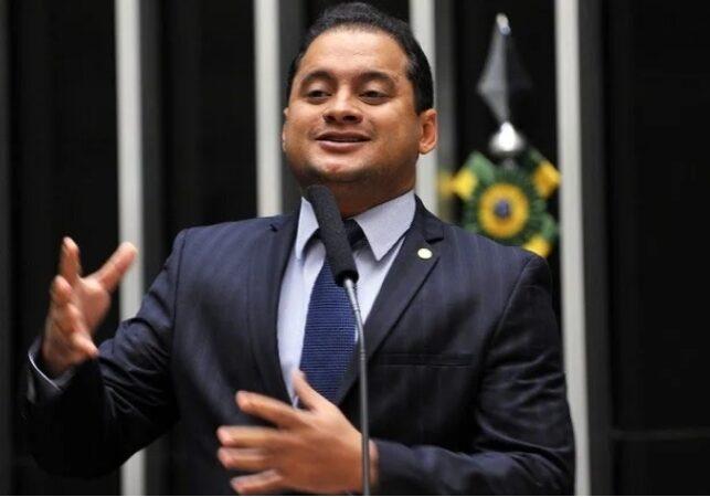 Esse santo que reza, Weverto Rocha faz propaganda para Eduardo Braide