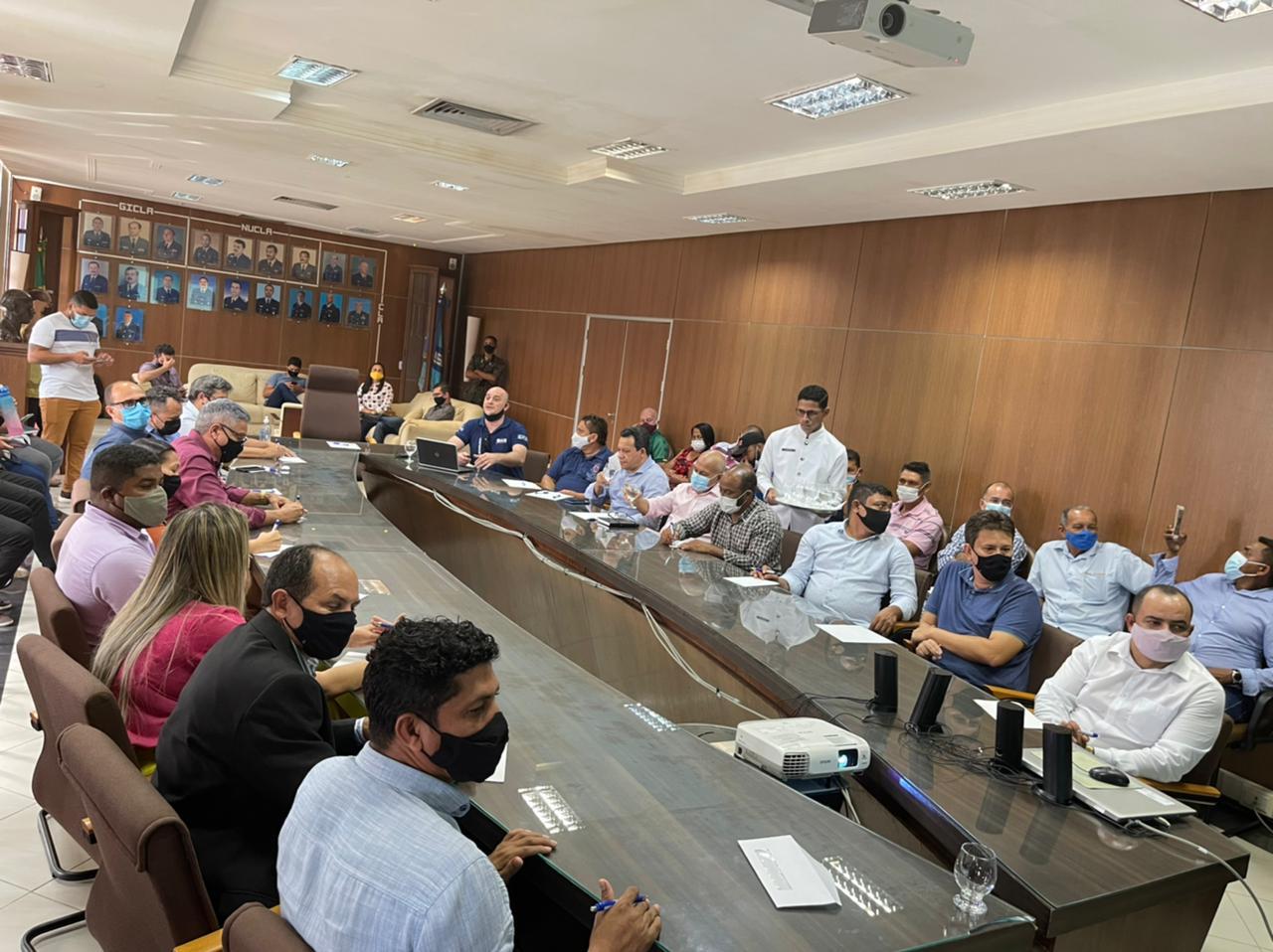 ALCÂNTARA  –  Vereadores de Alcântara participaram de reunião no CLA para tratar do plano diretor da península do município