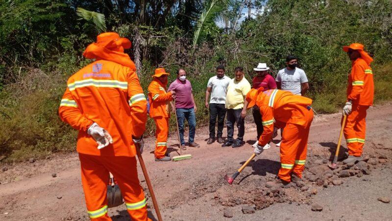 Vereadores acompanham serviço de recuperação da MA-106 no município de Alcântara