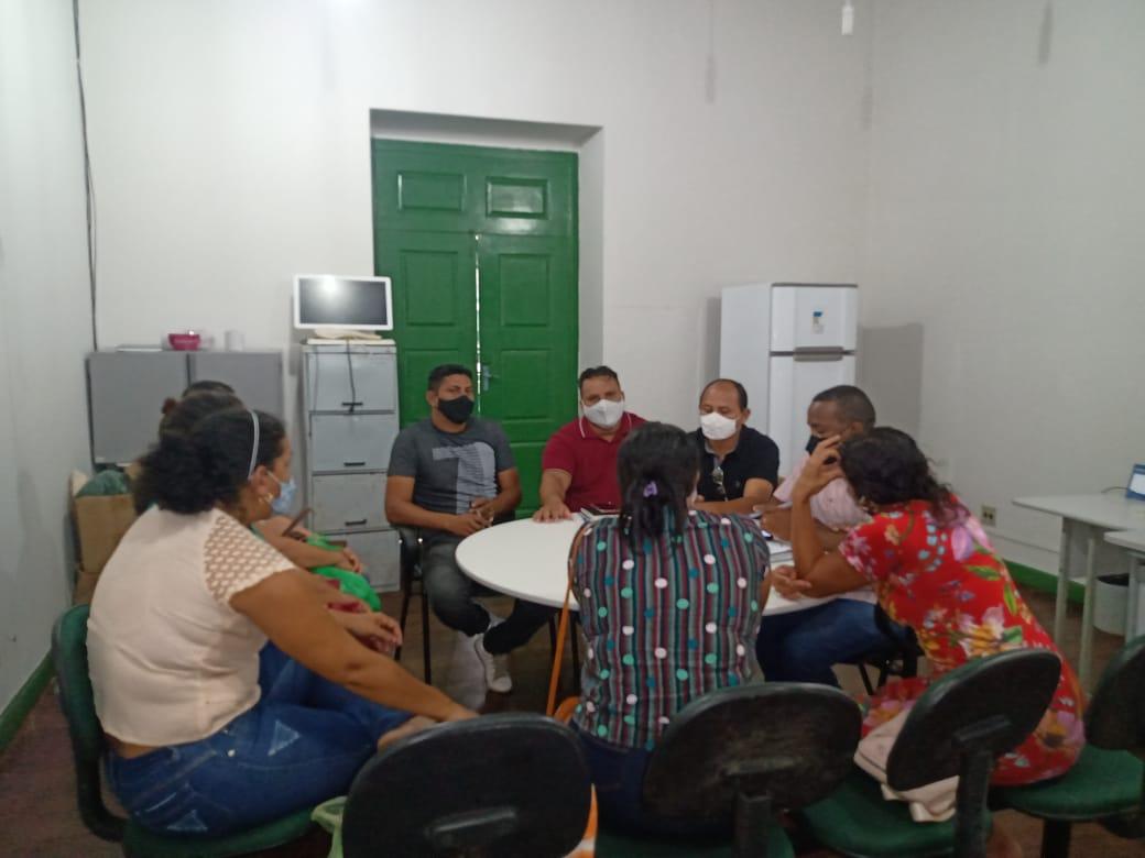 Alcântara – Vereadores, vice-prefeito e pais de alunos se reúnem para debater transporte escolar do Aquiles Batista