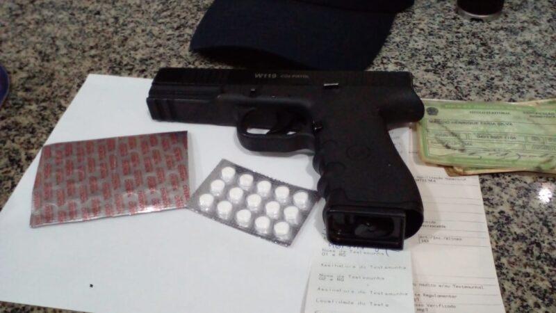 Em Santa Inês motorista de caminhão é preso embriagado e portando réplica de pistola