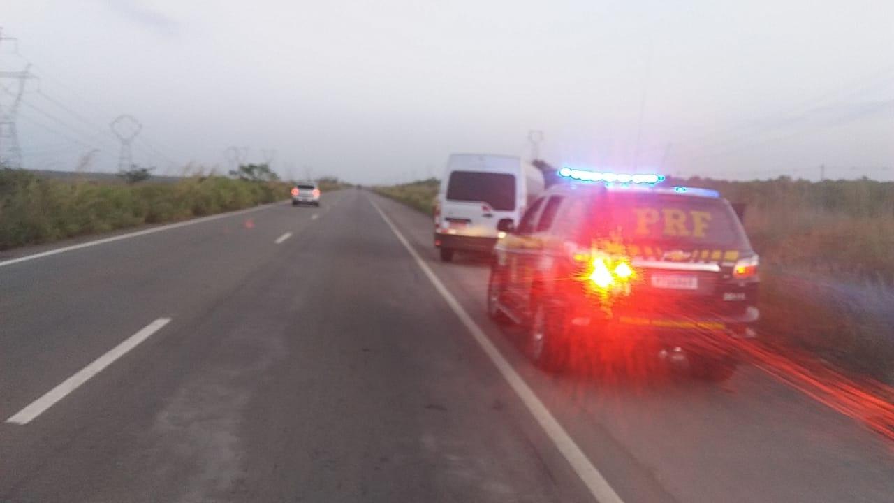 PRF aborta assalto a van na BR 135 e prende três meliantes
