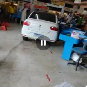 VÍDEO: carro desgovernado invade supermercado em São Luís, no MA