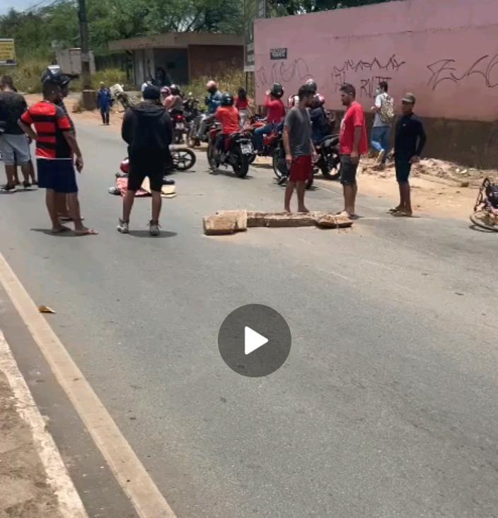 Acidente – Motociclista é atropelada por ônibus em movimento e morre
